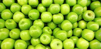 Green apples. Shallow DOF